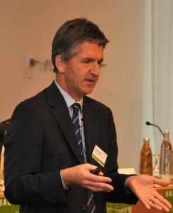RA Dr. Edgar Joussen erklärt die Fallstricke bei der Kündigung von Bauverträgen (Foto: Tanja Buß)